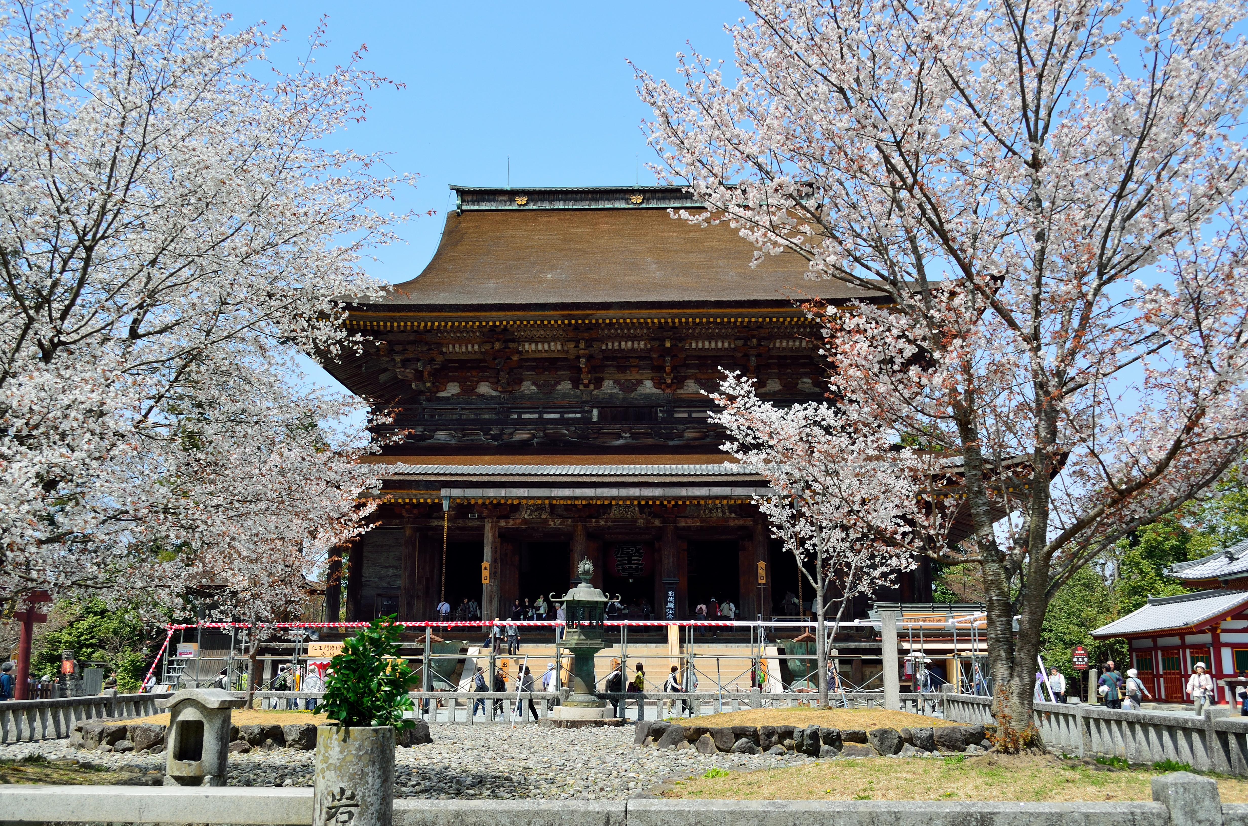 金峯山寺蔵王堂と四本楼