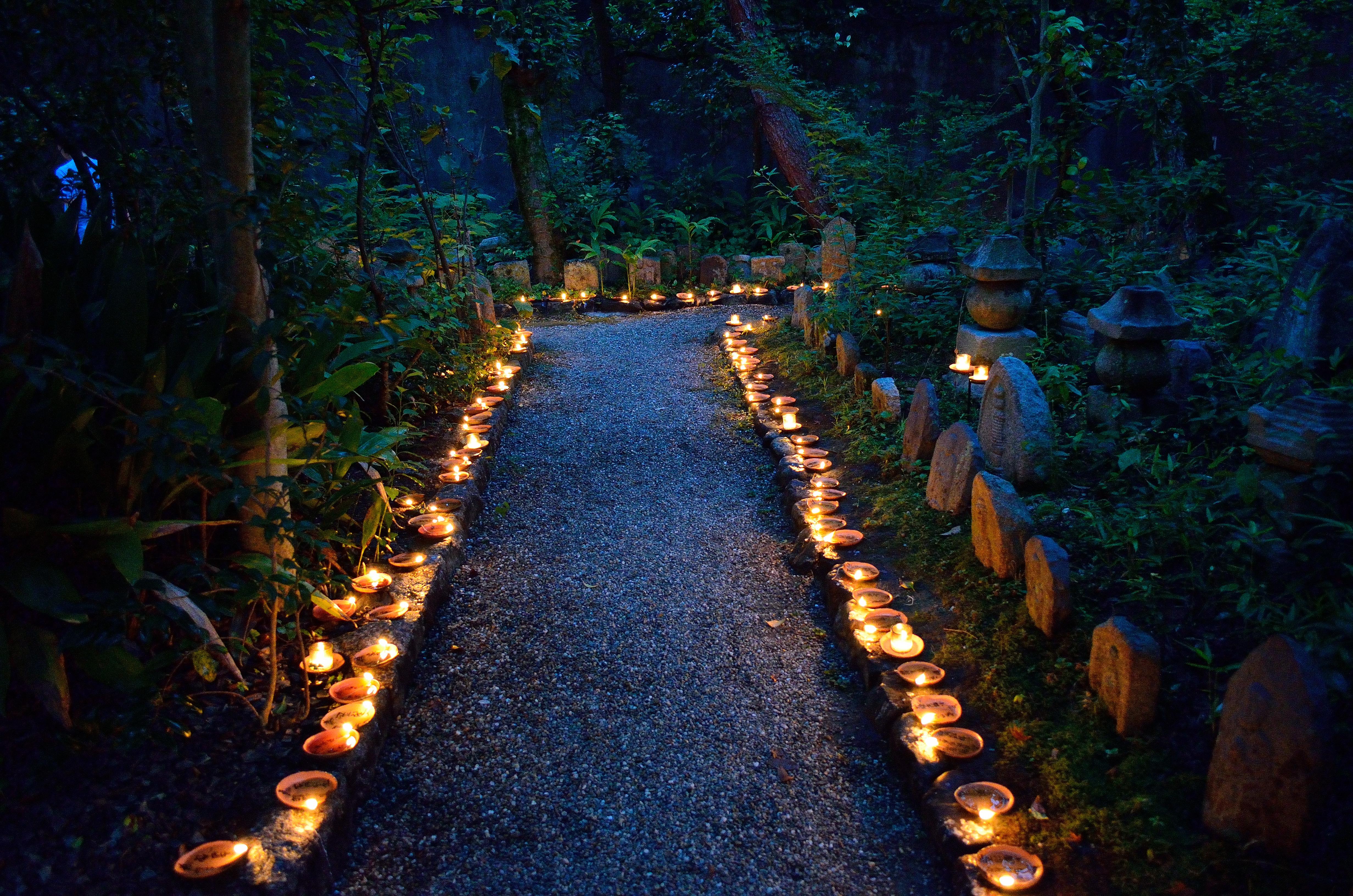 元興寺 地蔵会万灯供養 弁才天周辺の灯明