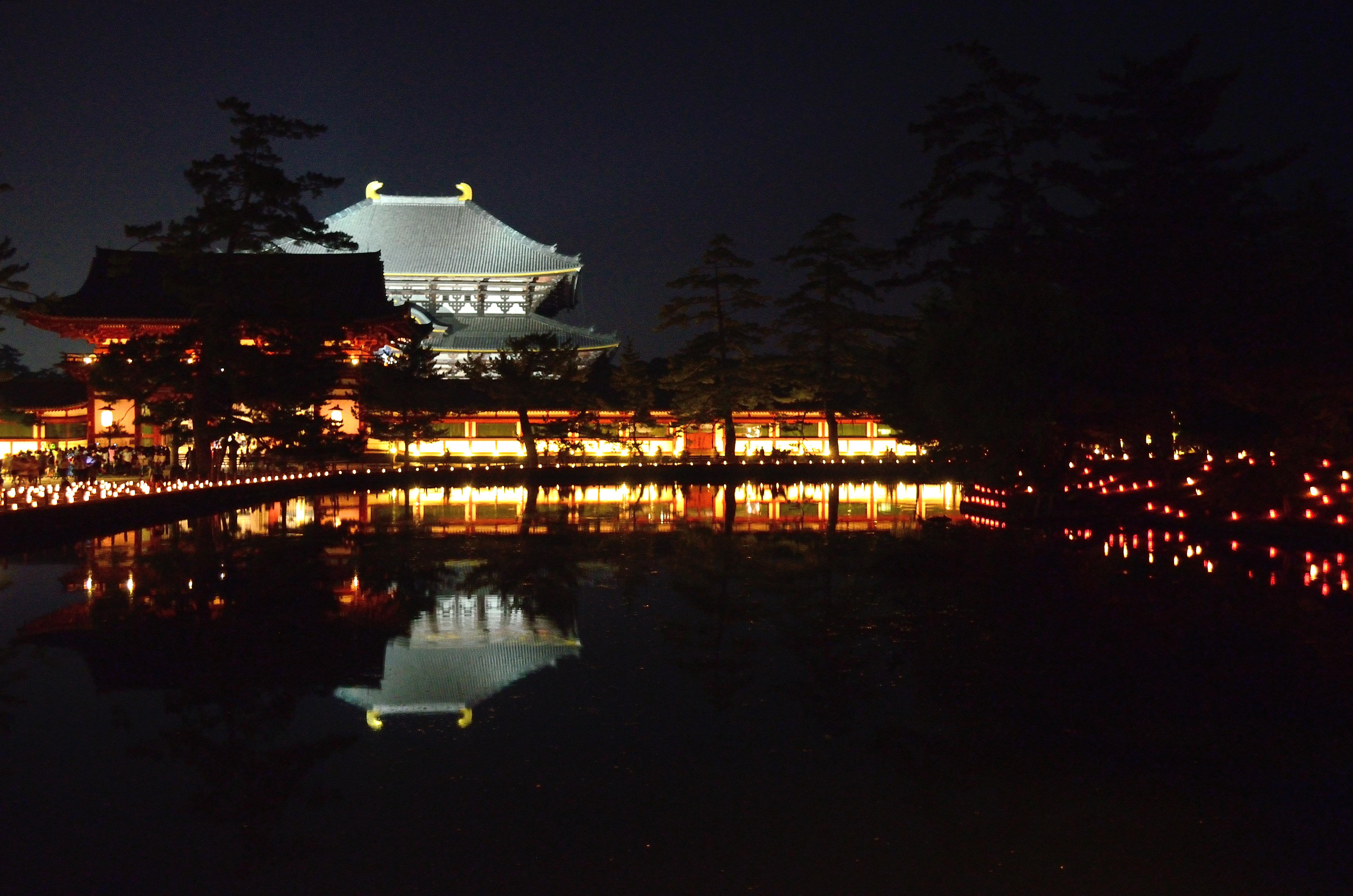 なら燈花会2013 大仏殿と中門を映し出す鏡池