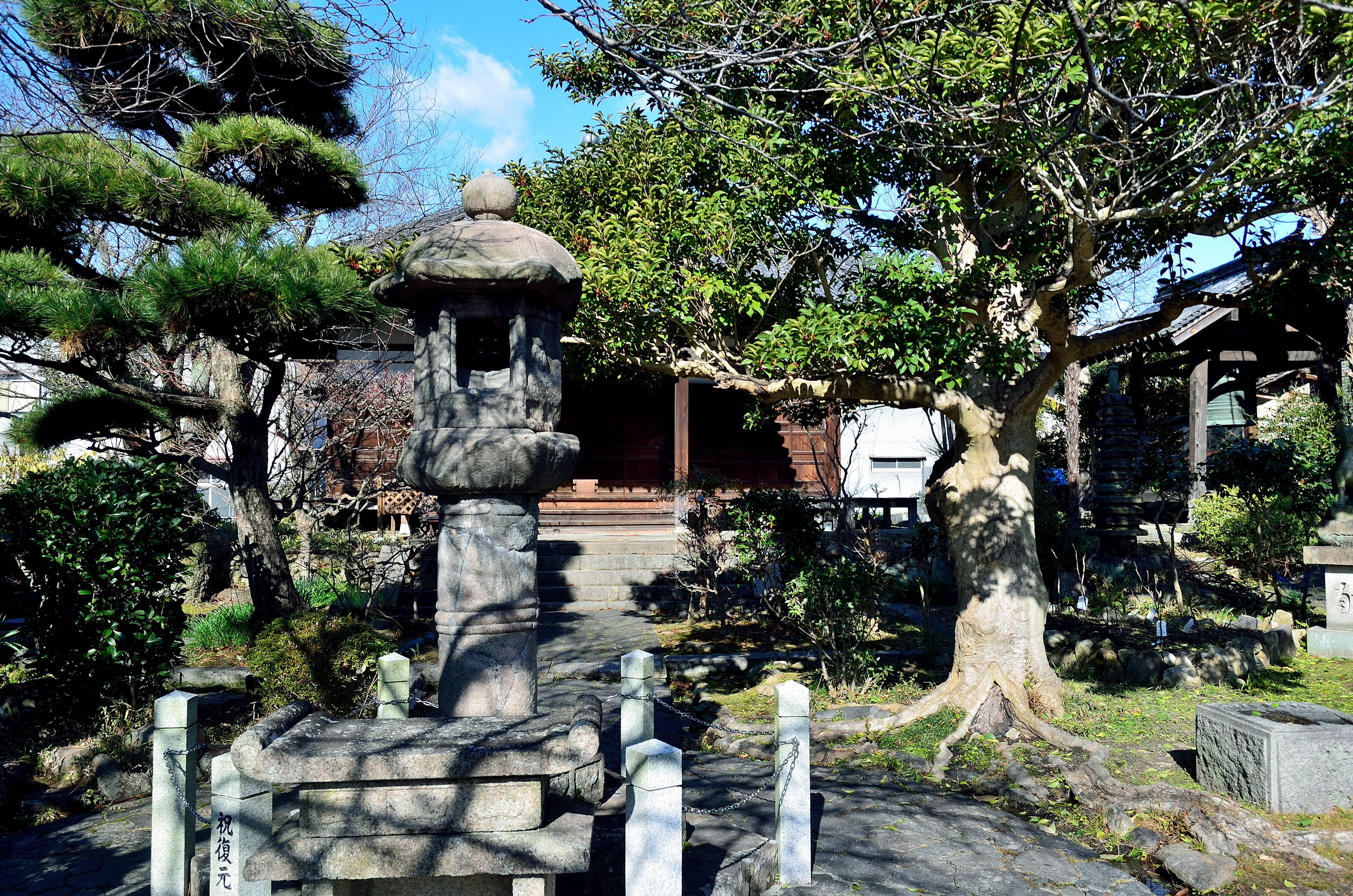 元興寺(塔跡)啼き燈籠