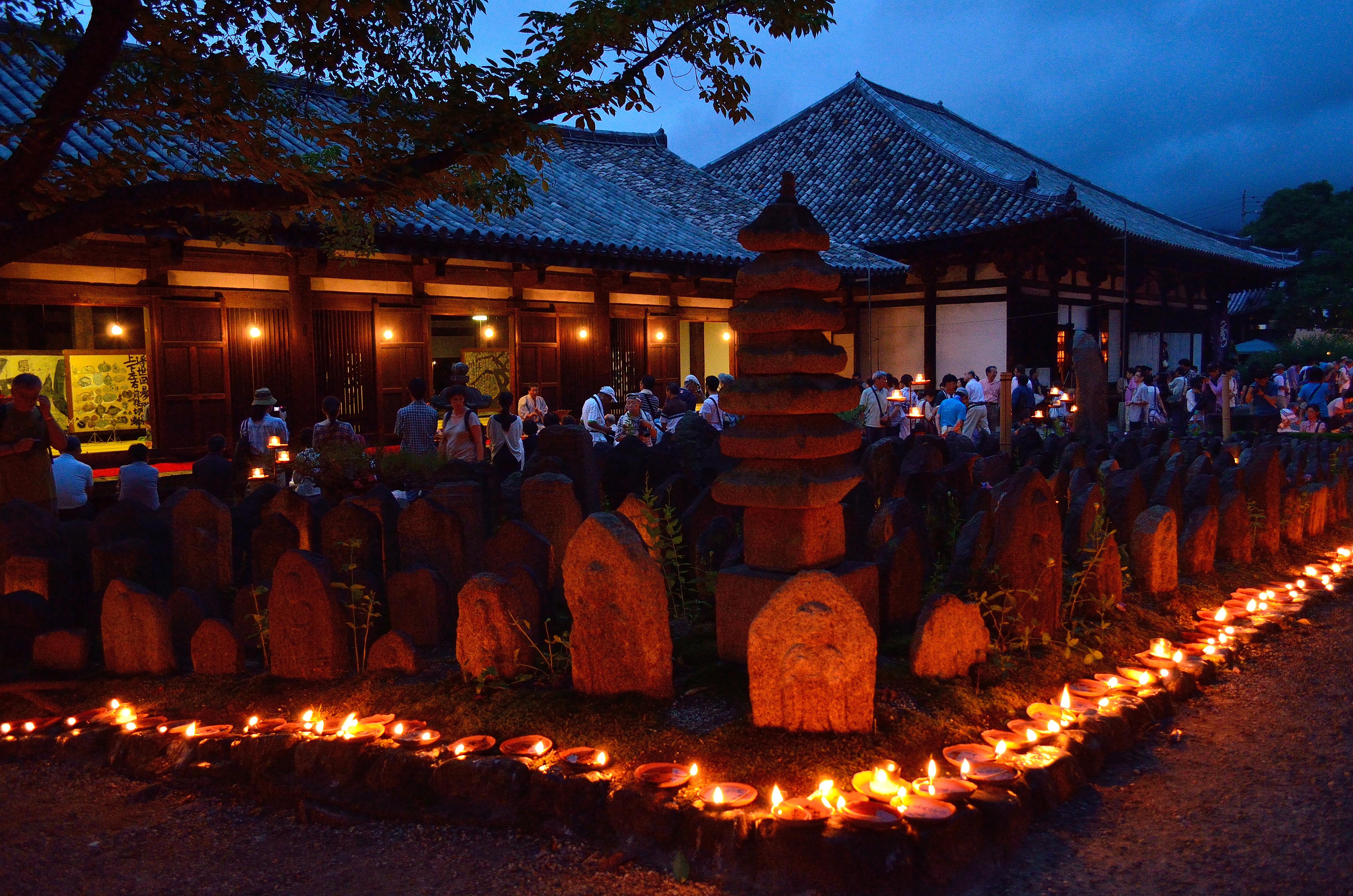 元興寺 地蔵会万灯供養  極楽堂と七重石塔