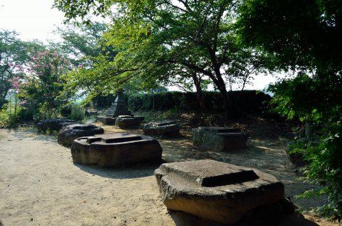 本薬師寺跡 金堂基壇上の礎石