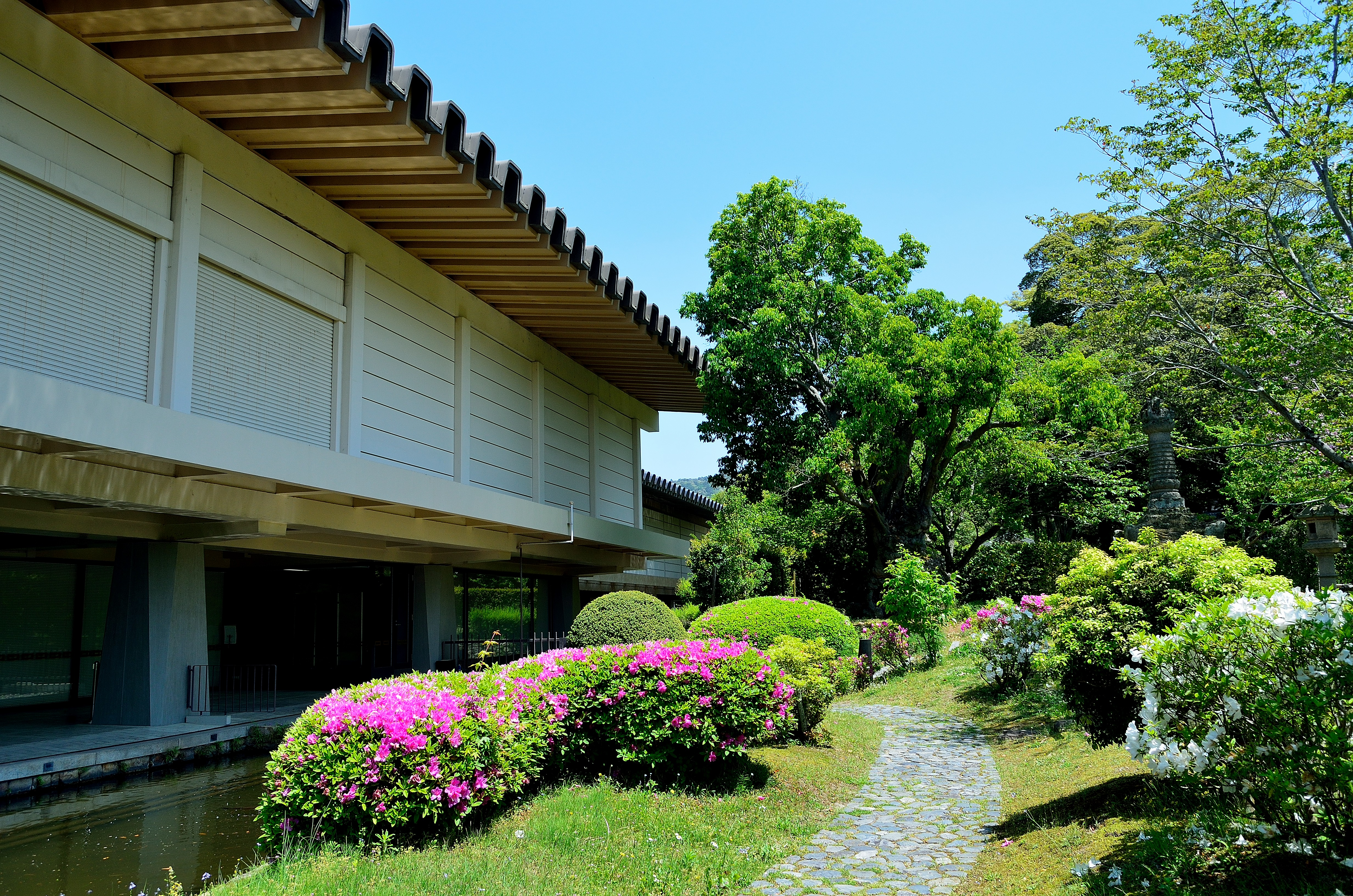 奈良国立博物館 西新館と庭園風景
