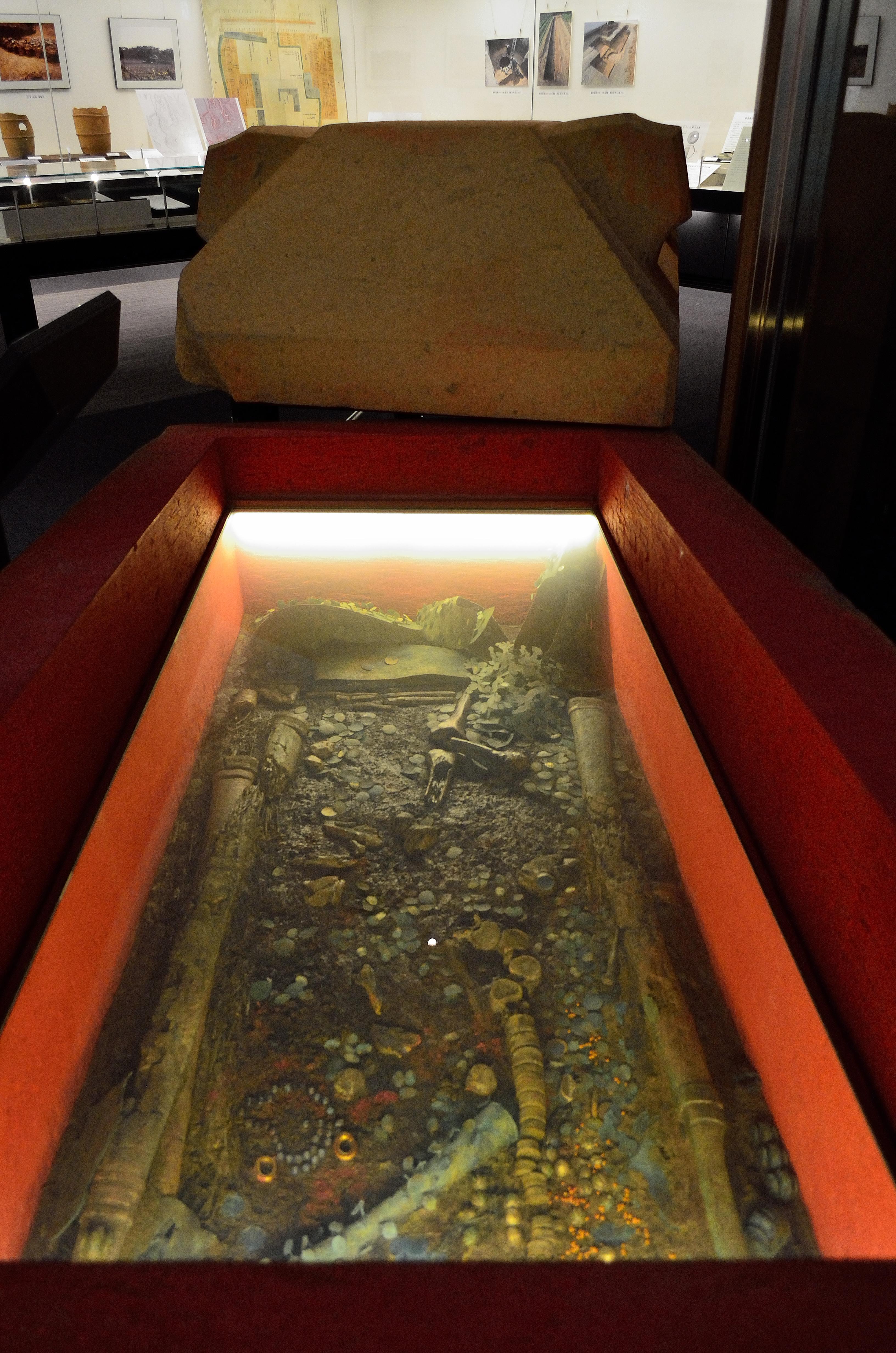石棺副葬品(レプリカ)