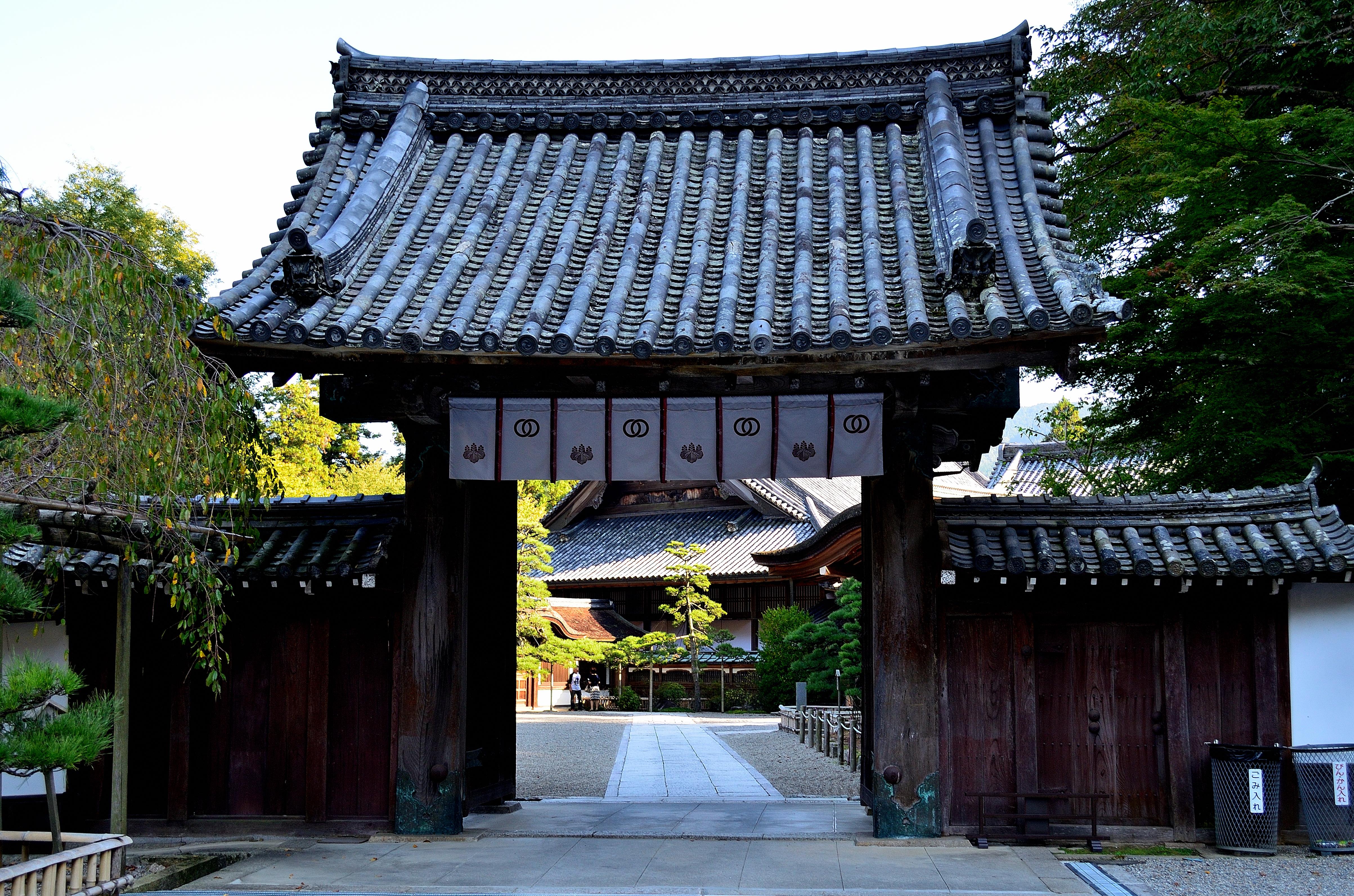長谷寺本坊 中雀門